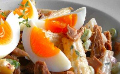 Диетологи рассказали, какие продукты нельзя есть вместе с куриными яйцами