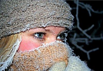 Врач рассказал, почему на морозе у многих слезятся глаза
