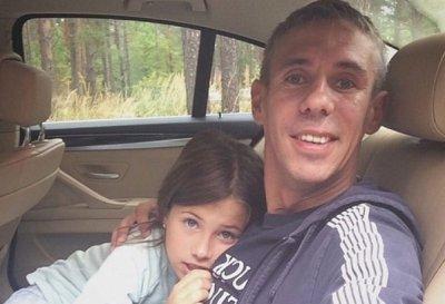 Панин ремнем привязал дочь к батарее