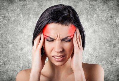 Врач рассказала, почему при головной боли не всегда надо пить обезболивающие