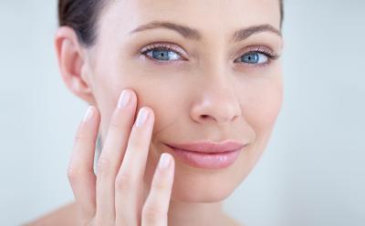 Дерматолог назвала основные правила ухода за кожей после 40