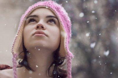 Дерматолог рассказала, как правильно увлажнять очень сухую кожу зимой