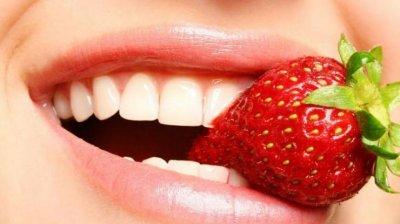 Зарубежные эксперты назвали  натуральные средства, которые помогут отбелить зубы