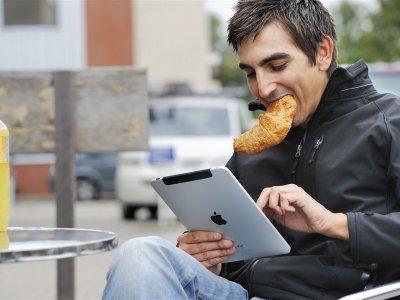 Зарубежные медики назвали недуги, которые развиваются при использовании смартфонов