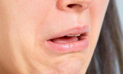 Зарубежные специалисты назвали 8 причин металлического привкуса во рту