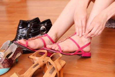 Ортопед рассказал, почему с возрастом надо покупать обувь большего размера