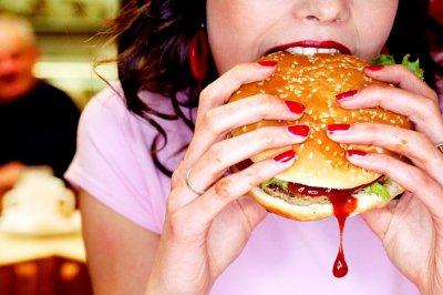 Зарубежные эксперты перечислили 7 вредных последствий употребления фастфуда для организма