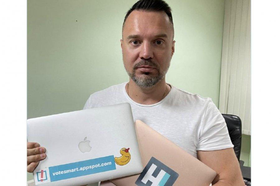 Техника соратников Навального досталась журналисту Осташко
