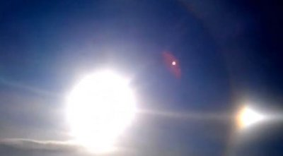 В небе над Китаем появилось сразу три солнца