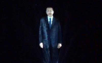 Премьер-министр Турции обратился к публике при помощи голограммы
