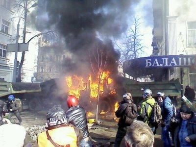 В Киеве возобновились столкновения с милицией