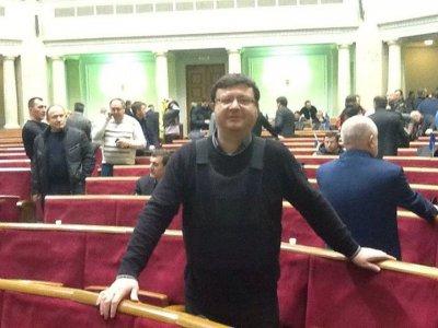 Верховная Рада: Депутаты в бронежилетах просят Бога о помощи