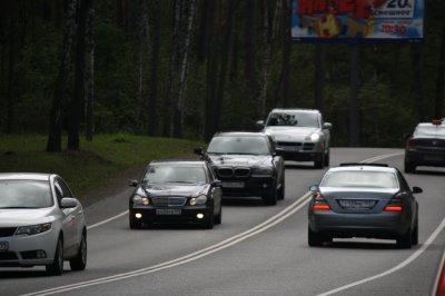 На ремонт 2 километров дороги, ведущей к госдачам на Рублевке, выделили 3 млрд. рублей