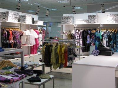 Магазины одежды в России приостановили закупки товаров » Информинг ... ffa933898ae