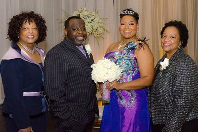 В США 40-летняя женщина вышла замуж за саму себя