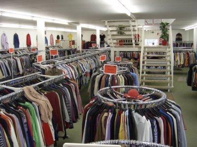 Продажи одежды и обуви в России упали вдвое » Информинг. Информируем ... 95b9cc05a0a