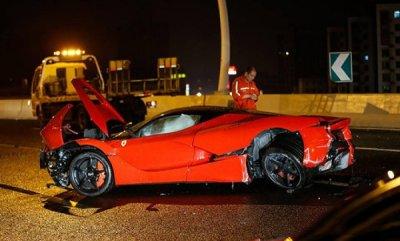 В Китае в ДТП разбили суперкар LaFerrari стоимостью 1 миллион долларов