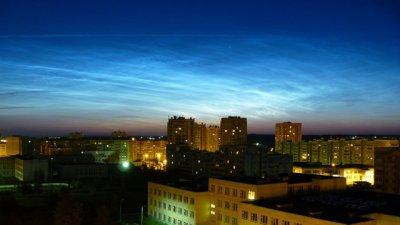 Ночное челябинское небо украсили серебристые облака