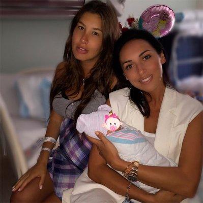 Алсу опубликовала первое фото Кети Топурии после родов
