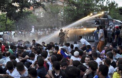 В Ереване возобновились митинги против повышения цен на электроэнергию