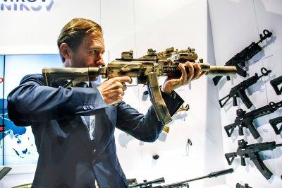 «Калашников» собирается производить оружие в Индии
