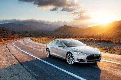 Tesla обещает презентовать электромобиль Model 3 в Женеве