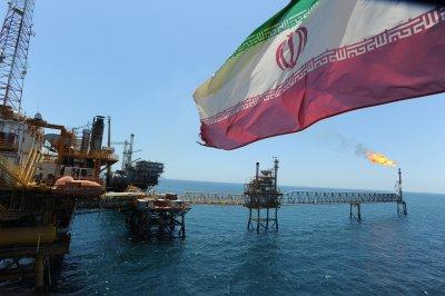 Иран продолжит наращивание добычи нефти после снятия санкций