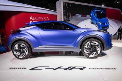 Новый кроссовер Toyota C-HR показали до официальной премьеры