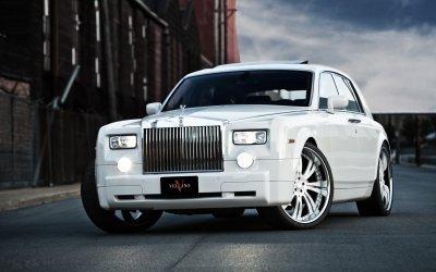 Тестовый мул Rolls-Royce Cullinan замечен на зимних тестах