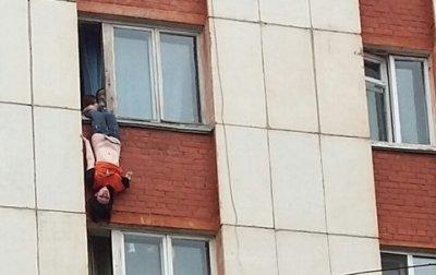 про мальчик выпал из окна 13 этажа спб видео кобель