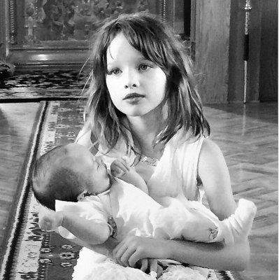 Дочь Миллы Йовович становится ее точной копией
