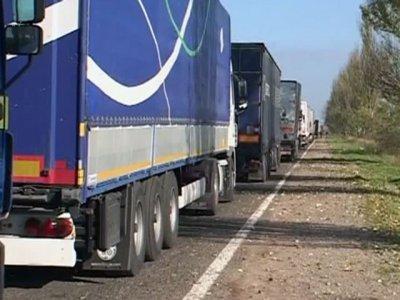 СМИ: Турция блокирует украинские фуры
