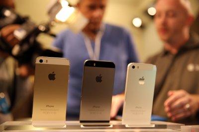 Продажи iPhone рухнули до уровня 2007 года