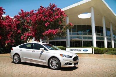 Компания Ford выпустит такси без руля и педалей