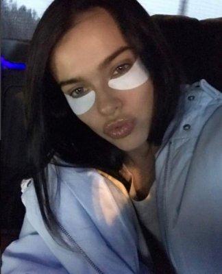 Певица Елена Темникова показала фото без макияжа