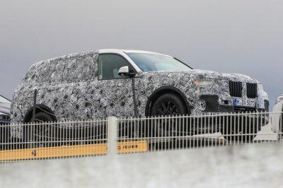 Внедорожник BMW X7 2018 сфотографировали во время тестов