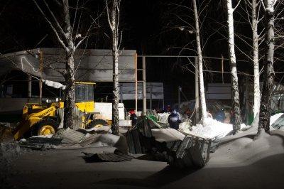Обрушение конного клуба в Бердске: погибли два человека и 4 лошади