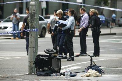 В Мельбурне мужчина на легковом автомобиле въехал в толпу людей