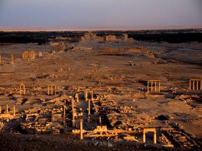 Боевики ИГ разрушили часть античного амфитеатра в Пальмире