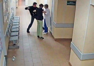 В YouTube появилось ВИДЕО жестокого избиения врачей в Великом Новгороде