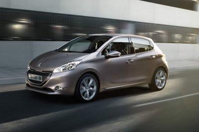 Peugeot 208 нового поколения проходит дорожные тесты