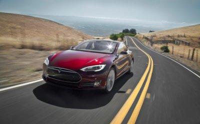 Tesla отзывает более 50 тысяч автомобилей из-за проблем с тормозом