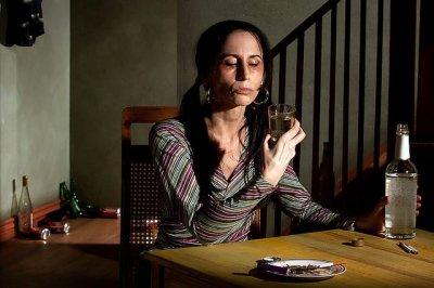 Ученые узнали, почему женский алкоголизм опаснее мужского