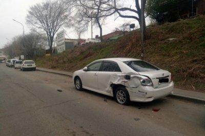 Во Владивостоке автоледи на  Mercedes столкнулась с 11 припаркованными автомобилями