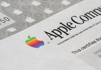Рыночная капитализация компании Apple впервые превысила 800 млрд долларов