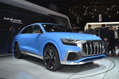 Появились шпионские фото салона нового кроссовера Audi Q8