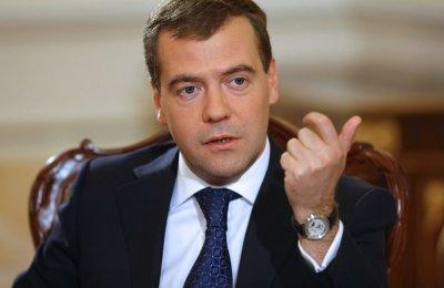 Недовольный Дмитрий Медведев стал новым мэмом в Сети: фото