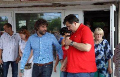 Саакашвили требует, чтобы Порошенко возместил ему 50 евро за залитую зеленкой футболку