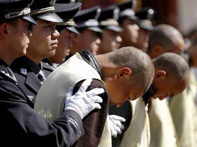 В Китае за коррупцию наказали более 200 тыс чиновников