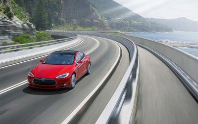 Электрокар Tesla Model S проехал по трассе более 1000 километров на одном заряде